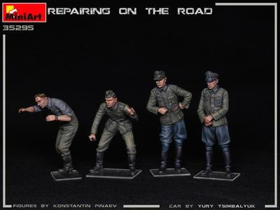 REPAIRING ON THE ROAD, TYP 170V PERSONENWAGEN CABRIO AND 4 FIGURES - 2