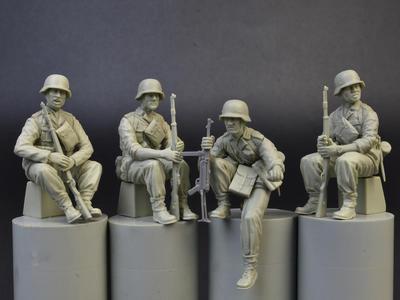 German Panzergrenadiers, 4 fig.  - 2