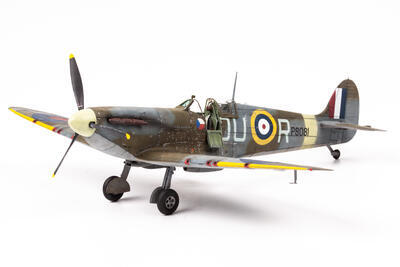 Spitfire Mk. IIa 1/48 Profi Pack Edition  - 2