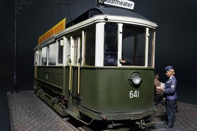 European Tramcar strassenbahn Triebwagen 641 with crew & passengers 1:35 - 3