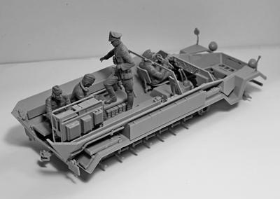 Sd.Kfz.251/6 Ausf . A, with Crew - 5